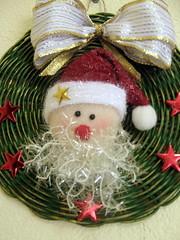 Enfeite de Natal para porta (MiscelâneaRio) Tags: navidad noel recycling reciclagem decoração artesania reciclaje trabalhosmanuais enfeitedenatal artesanatodenatal crhistmashandmade