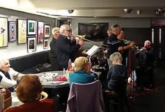 Kidding (Bricheno) Tags: music scotland pub glasgow live band jazz escocia szkocja schottland gordoncampbell scozia kingtuts georgekidd cosse kingtutswahwahhut  esccia   georgepenman scoia georgepenmansjazzmen penmansjazzmen