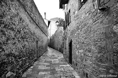 Toscana V D'Elsa (stefanovillanova) Tags: road street city travel viaje winter muro art beauty museum architecture landscape strada arch arte hill atmosphere campagna land museo toscana borgo freddo viaggio paesaggio colline collina citt viaggiare corsia passeo atmosphera paesaje vanderwege