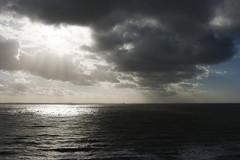 Breakthrough (Arjan Gerritsen) Tags: sea sun clouds photography photo foto fotografie picture wolken zee sunrays zon vlissingen flushing afbeelding zonnestralen eos400d canonef24105mmisusm