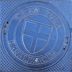 Grad Pula Kanlizacija [Pula - 21 August 2013] (Doc. Ing.) Tags: metal square iron croatia squaredcircle squircle manhole hr manholecover pola pula istria squircled 2013 accesscover istarska irondetails detalhesemferro istarskazupanija