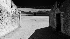Amphitheatrum Pompeii (Pompei) (B.B. Wijdieks) Tags: show travel bw italy white black monochrome architecture europa europe italia pentax roman circus amphitheatre games arena da empire pompeii 28 bb pompei 2010 itali gladiators fights zw spectacle plebs amphitheatrum k20d 1650mm lanista wijdieks