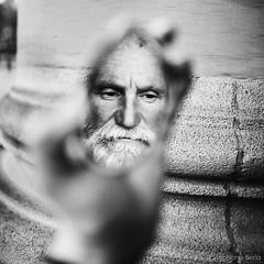 L'homme oeuf s'est réfugié dans ma main pour méditer(no photoshop)
