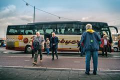 Tourism in Amsterdam (Merlijn Hoek) Tags: toeristen tourism tourist tourists bus busstop babyboomers merlijnhoek merlijn hoek fotograaf fotografie photographer photography man autodidact amsterdammer nikon nikkor camera kamera full fullframe d810 nikond810 fullframedigitalslr digitalslr slr 35mmformat 36×24mm 35mm 36megapixel digitalsinglelensreflex straat street straatfotografie streetphotography