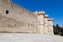 Palazzo del gran maestro rodi - rodos (claudio g) Tags: rodi rodos palazzo mura mare sea summer estate spugne sponge yoga