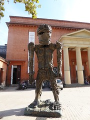 Cyclops (Granpic) Tags: france toulouse midipyrnes hautegaronne sculpture cyclops bronzesculpture giant thomashouseago