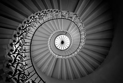 The Tulip Staircase (Richard Reader (luciferscage)) Tags: 2016 fuijifilmxt1 fujixt1 greenwich london october architecture queenshouse tulipstaircase tulipstairs spiral inigojones blackandwhite bnw monochrome mono tulip iron stairs explore