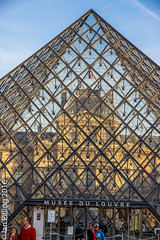 Through the looking glass (The Aquanaught) Tags: autumn museedulouvre glasspyramid family paris season location people place suzi ledefrance france fr