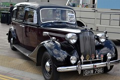 2016-10-02: Grand Car (psyxjaw) Tags: london londonist vintage festival classic car boot sale classiccar kingscross shopping lewiscubitsquare vehicle drive