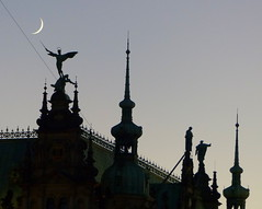 Mond am Spieß....- moon on a spit.... (Anke knipst) Tags: rathaus townhall hamburg germany erzengel michael archangel mond moon