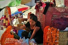 NEPAL, Kathmandu - unterwegs in der Altstadt, 15030/7563 (roba66) Tags: nepal menschen people market markt reisen travel explore voyages urlaub visit roba66 asien südasien asia city stadt capitol kathmandu streetsene strasenszene aufdenstrasen frau frauen woman