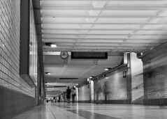 Unterfhrung Hauptbahnhof Nrnberg (Abbe-Foto) Tags: bahnhof stadt schwarzweiss nrnberg langzeitbelichtung unterfhrung