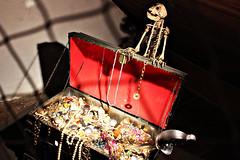 I'll show you my dark secret. (Tamy Nbrega) Tags: shadow red brazil color hat brasil museum canon dark landscape skull treasure sopaulo jewelry santos trunk cubato piratetrunk canont3i iniciant