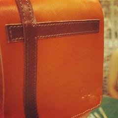 2nd Bag :  คุณพิงค์ทำกระเป๋าเครื่องสำอางค์เป็นใบที่สอง… แต่กระเป๋าใบที่สามนั้น… เป็นกระเป๋าใส่น้องหมา เย็บด้วยมือเกือบทั้งใบฮะ … รอชมๆ