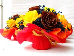 composizione floreale giallo arancione e marrone