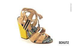 Schutz Shoes (rafaelhabermann) Tags: brazil canon sandalia iluminao pirassununga schutz camera4 camafeo eos450d 450d habermann rafaelhabermann lojacamafeo
