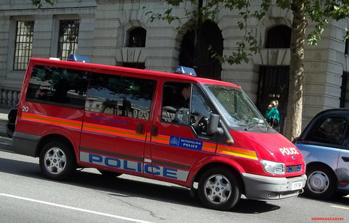 Metropolitan police-Ford tourneo-Diplomatic protection group officer carrier-LX06 ENR-20