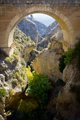 Barranco y puente