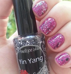 Fuchsia Fever - Maybelline + Yin Yang - Penlope Luz (Jooo) Tags: glitter rosa nacional maybelline importado flickrandroidapp:filter=none penlopeluz