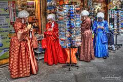 tentare la fortuna con i gratta e vinci (Alessandro.Gallo) Tags: donne carnevale venezia fortuna costumi maschere grattaevinci alexgallo veneziacarnevale2014