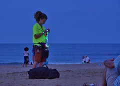 171/365: Light toy vendor at Virginia Beach oceanfront (Stephen Little) Tags: sigma18250 sigma18250mm sigma18250mmf3563 sigma18250mmf3563dcoshsm sonya77 jstephenlittlejr sigma18250mmf3563dcoshsm880205 slta77 sonyslta77 sonyslta77v sonyalphaslta77v