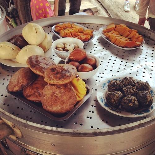 华北平原的农家饭,蒸南瓜,大包子,大饼子,大窝头还有大菜团子!