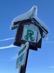 Winter am Rennsteig (canon_susi) Tags: winter schnee snow thringen rennsteig eis blau weis grn schild hinweis wegweiser
