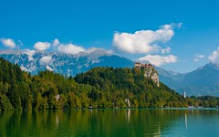 lake & castle - Bled (04) (Vlado Fereni) Tags: lakes lakecastle lakebled bled slovenia cloudy clouds mountain nikond90 nikkor182003556