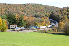 Mance, Pennsylvania (UW1983) Tags: trains railroads csx intermodaltrains stacktrains mance pennsylvania fallcolors