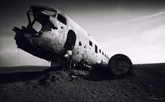 Slheimasandur Plane lI (-- Q --) Tags: slheimasandurplanecrash iceland douglassuperdc3 blackandwhite atmosphere aircraft lee09softgrad qthompson abandoneddcplane