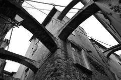 Toirano (10) (Pier Romano) Tags: toirano savona liguria entroterra riviera ligure borgo archi bnw blackandwhite biancoenero monocromo monochrome antico paese old town