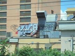 306 (en-ri) Tags: wca crew 15 2015 grigio rosso arrow cafs weno parma wall muro graffiti writing
