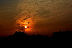 """La"""" trasmissione"""" del mattino: l'alba. (lory6093) Tags: alba cielo nuvole citt tetti trasmissione nikond5200"""