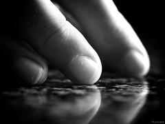 Herramientas mágicas (Luicabe) Tags: blancoynegro cabello dedo enazamorado encimara granito interior luis mano mesa reflejo yarat1 zamora