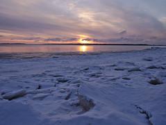 Marraskuun aurinko (pikkuanna) Tags: oulu 2016 lumi snow ilta night meri sea ranta shore