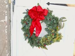 Christmas wreath. (Maenette1) Tags: christmas wreath decoration door menominee uppermichigan flicker365 nikoncoolpixl22camera