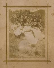 tre donne, three women 1900 (Robert Barone) Tags: 1900 fondi italia italians lenola vintage donne famiglia family fotodepoca women italiani