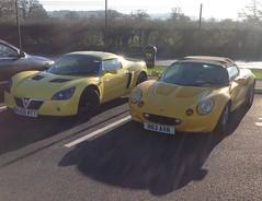 Vauxhall VX220 (2006) & Lotus Elise (1998) (andreboeni) Tags: car automobile cars automobiles voitures autos automobili voiture auto vauxhall vx220 sports lotus elise opelspeedster
