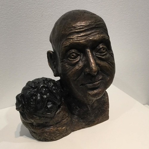 Bronze mashup of bust and pug. Self-portrait with pug, 2009 by William Robinson. Whimsical with a quality of seriousness. From the Popular Pet exhibition at the National Portrait Gallery. @portraitau #art #pug #bust #canberra #igerscanberra