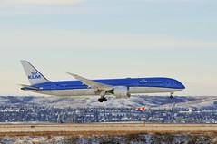 KLM PH-BHE (V1 Aviation Photography) Tags: klmroyaldutchairlines klm boeing yyc cyyc calgaryinternationalairport phbhe 7879 b789