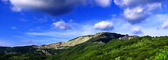 Monte Crociglia (Giovanni Tabb) Tags: sky italy panorama color macro clouds canon landscape eos italia nuvole liguria naturallight 100mm cielo nik 28 monte sole luce santo paesaggio stefano daveto efex santostefanodaveto montecrociglia 5dmarkii canon5dmark2 5d2 5dii crociglia