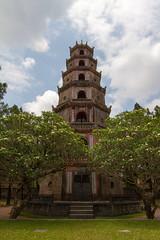 The Thien Mu Pagoda (Jos van der Heiden) Tags: travel clouds canon vietnam canonefs1022mmf3545usm thienmupagoda hu canoneos7d
