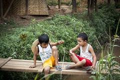 Myanmar (oRi0n) Tags: playing kids fishing bambini burma myanmar inlelake mascara pesca gioco bambooforest trucco birmania lagoinle nyaungohak shweinntheinpaya