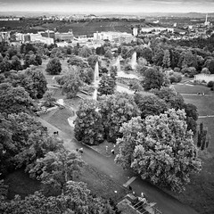 Hhenpark Killesberg (city/human/life) Tags: park autumn people blackandwhite bw white black water fountain berg stairs germany deutschland nikon wasser stuttgart springbrunnen herbst tourists menschen september sw sight aussicht visitors visitor turm quarry schwarz besucher chl observationtower hgel badenwrttemberg weis killesberg killesbergturm publicpark aussichtsturm d90 rosensteinpark schwarzweis parkanlage hhenparkkillesberg stuttgartnord nikond90 grnesu cityhumanlife schlossgartenanlagen