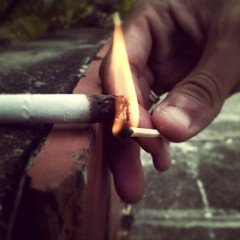 Encendiendo el vicio (JohanSR09) Tags: fuego cigarro adiccion flickrandroidapp:filter=none