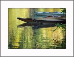 Goldener Oktober   (Golden October) (alfred.hausberger) Tags: oktober boote goldener spiegelung stausee fischerboote ilz zillen updatecollection mausmhle oberilzmhle