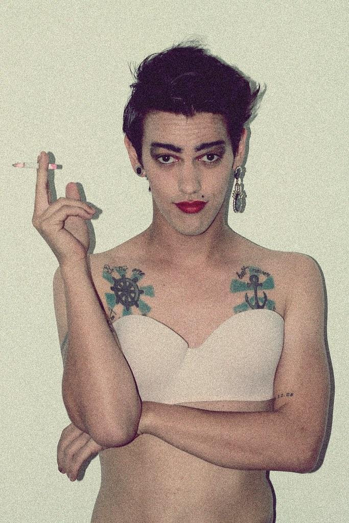 Гей с сигаретой фото 116-707