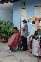 open air barbering (the foreign photographer - ) Tags: woman hair cut bangkok clothes rack barber getting drying thailad khlong bangkhen thanon