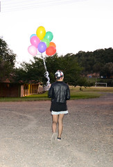 Fer Pin Up (Yas Morais) Tags: girl balloons nikon colorful oldfashion rockabilly garota pinup cmera antigo bales elvispresley colorido