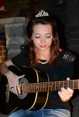 Fer Pin Up (Yas Morais) Tags: girl nikon colorful guitar rockabilly crown garota coroa pinup cmera colorida violo